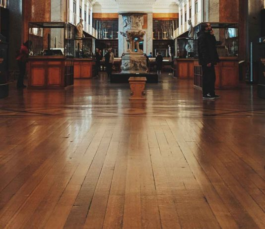 4-Important-Steps-of-Refinishing-Your-Hardwood-Floors-on-contribution-space