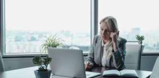 Video-Conferencing-Trends-You-Need-To-Be-Aware-Of-In-2022-on-ContributionSpace